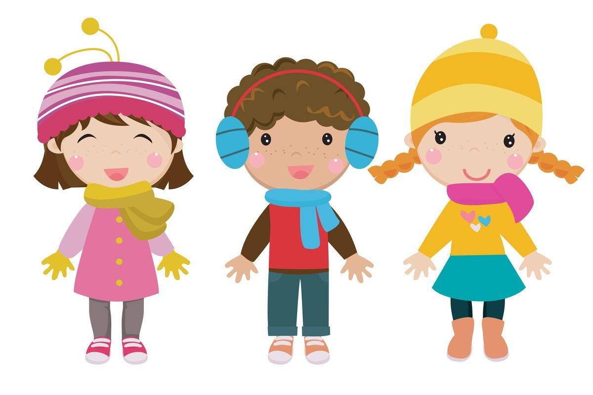 Dzieci ubrane w zimowe stroje