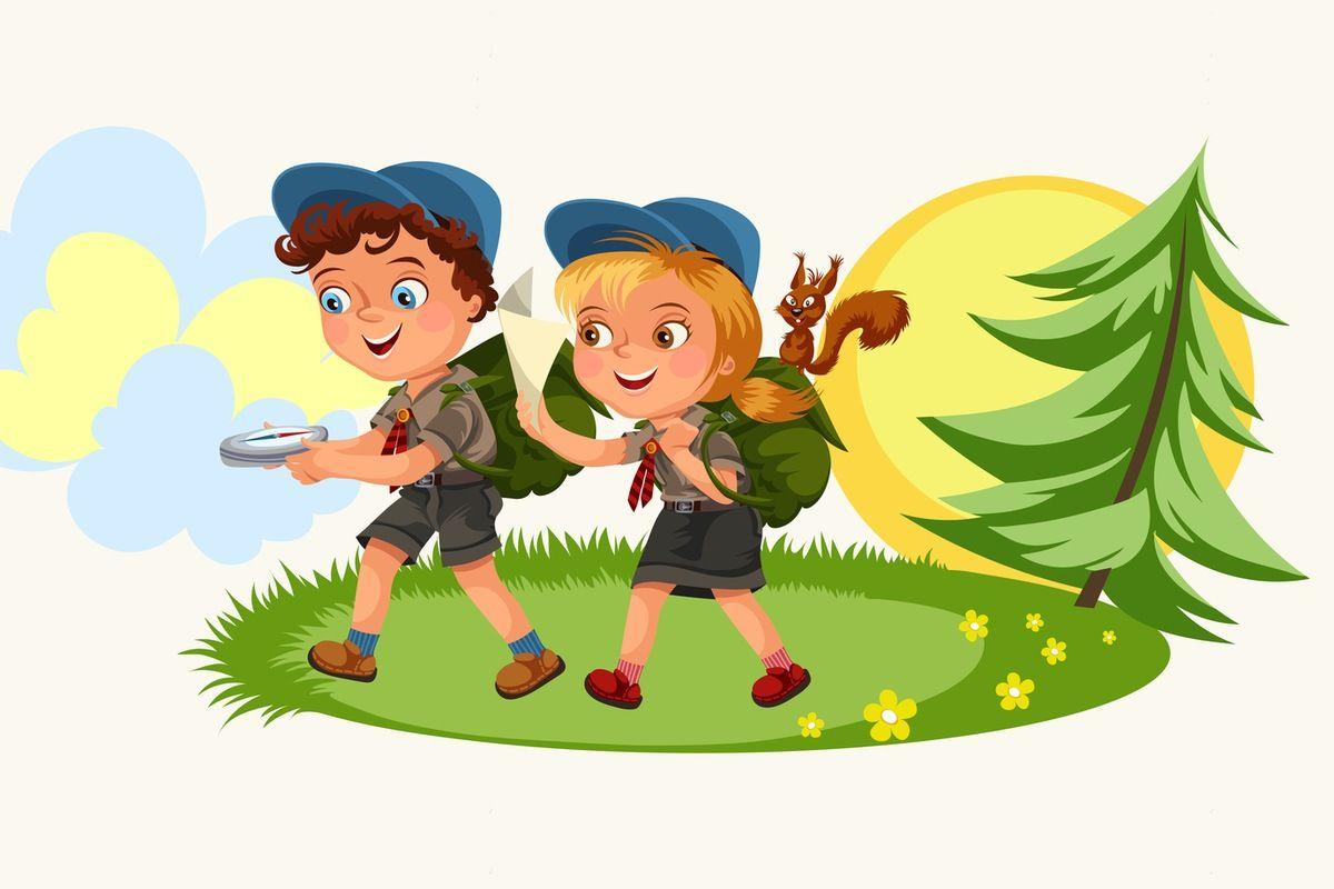 Zuchy na zbiórce. Chłopiec trzyma kompas, a dziewczynka mapę