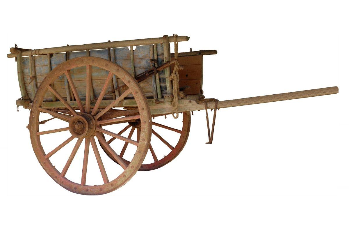 Drewniany wóz z dużymi kołami