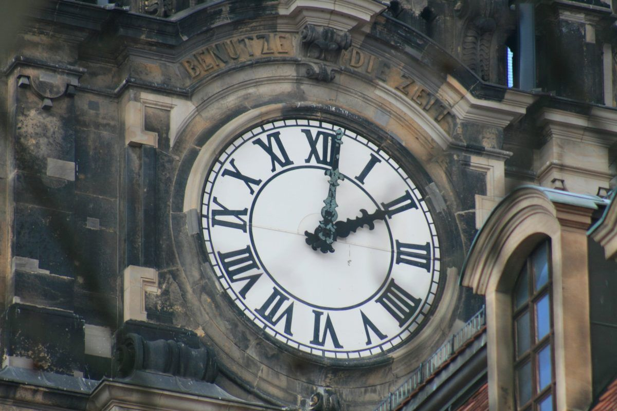 Zegar z rzymskimi liczbami