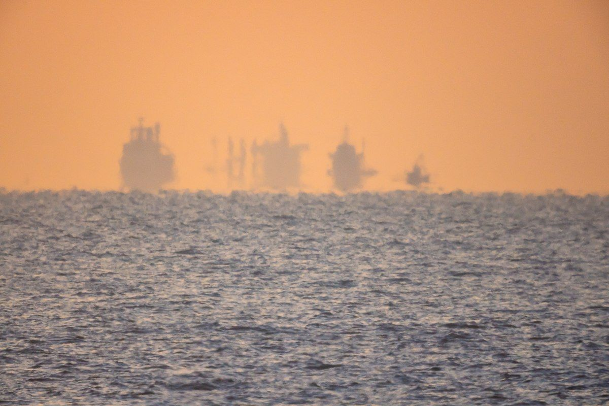Miraż na morzu. Statki