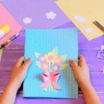 Wiosenne prace plastyczne - karta ozdobiona papierowym bukietem kwiatów