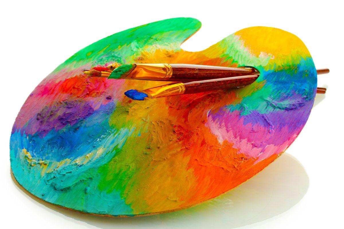 Paleta malarska ze zmieszanymi farbami